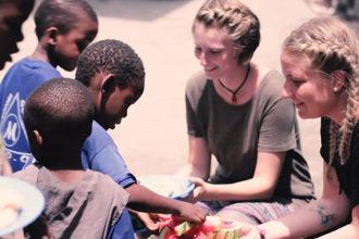 Freiwilliges Soziales Jahr FSJ, FÖJ, Volunteering Was ist das Informations-Video TimVentures Auslandsjahr Ausland Freiwilligenarbeit